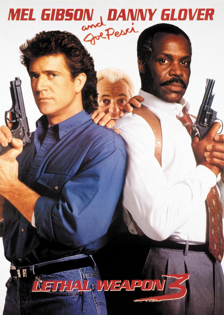 简 介: 马丁(梅尔吉布森 Mel Gibson 饰)与罗格(Danny Glover 饰)这对儿老搭档再次出马,但是一开场就将歹徒的炸弹引爆毁掉了整座大楼,罗格退休前一星期的生活就这样开始了。第二天,两人在街上偶遇假冒解款人员的匪徒,一番苦战将对方擒获,但是警队却将此案移交内政部美丽的女探员劳娜(Rene Russo 饰)负责。关押中的犯人被警察查韦斯射杀,马丁追捕对方但终于错失。罗格在一次街头枪战中射杀了儿子的好友,满心愧疚让他暂时离开调查。马丁与劳娜的组合逐步介入了案件幕后一起武器贩卖集团的交易,该