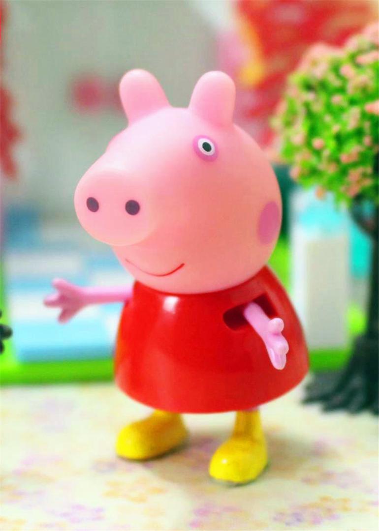 简 介: 卡通世界讲述关于小猪佩奇的系列亲子故事。小猪佩奇是一个可爱但是又有些小专横的小猪。她已经五岁了,她和自己的猪妈妈,猪爸爸,弟弟乔治生活在一起,小猪佩奇最喜欢的事情就是打游戏,打扮的漂漂亮亮,度假以及和自己的弟弟一起玩跳泥坑,偶尔猪爸爸和猪妈妈也会和他们一起。小猪佩奇还有几个好朋友,比如小兔瑞贝卡,小狗丹妮,小猫坎迪,还有自己尊敬的羚羊老师等等。幼儿园放学之后,佩奇和朋友们玩过家家,捉迷藏,游乐场玩耍,业余生活可丰富了,偶尔淘气的乔治也会一起参与进来。乔治的性格非常像现实中的小男孩,活泼调皮,喜欢