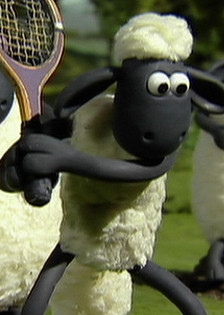 简介:小羊肖恩日复一日接受农夫的指令,它厌倦了这样的生活,计划和羊群放假一天。可原本让农夫白天睡大觉的计划发生了意外,固定旧篷车轮子的石头滑落,旧篷车冲上了小路,把熟睡的农夫送进了热闹的大城市。牧羊犬BITZER追赶着旧篷车也一起进了大城市。肖恩和羊群被留在农场。农场的生活变得混乱不堪,主人和狗.