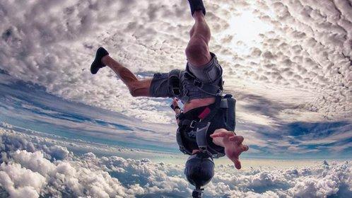 恐怖!瘫痪男子跳伞发生意外