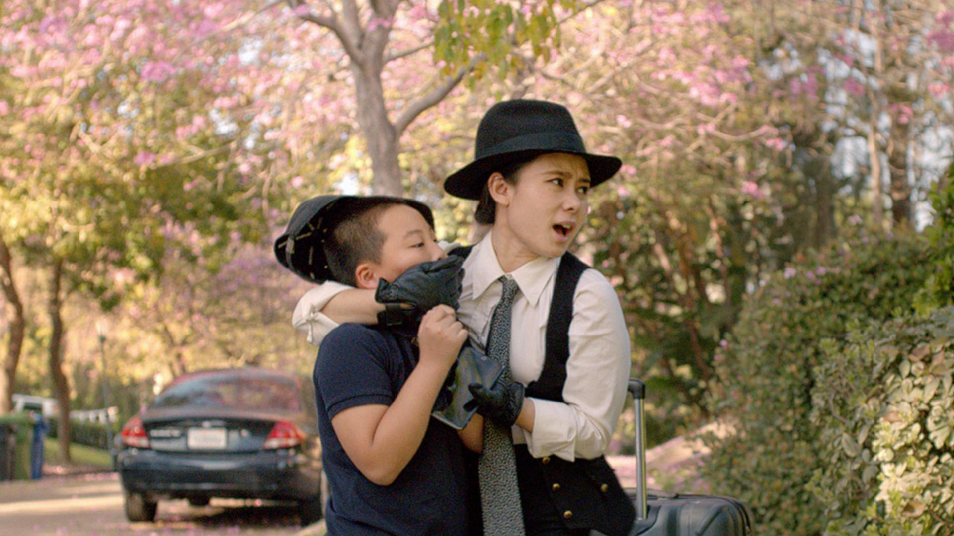 距上一次的冒险已经过去11个年头,转眼间安迪(约翰莫里斯 John Morris 配音)变成了17岁的阳光男孩。这年夏天,安迪即将开始大学生活,他必须将自己的房间收拾整齐留给妹妹。此前,伍迪(汤姆汉克斯 Tom Hanks 配音)与巴斯光年(蒂姆艾伦... 距上一次的冒险已经过去11个年头,转眼间安迪(约翰莫里斯 John Morris 配音)变成了17岁的阳光男孩。这年夏天,安迪即将开始大学生活,他必须将自己的房间收拾整齐留给妹妹。此前,伍迪(汤姆汉克斯 Tom Hanks 配音)与巴斯光年(蒂