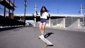 韩国美少女街头大秀滑板神技