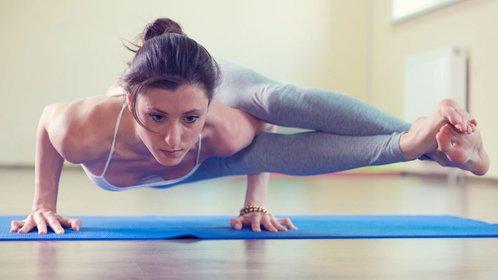 性感美女火辣身材练瑜伽