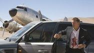 沙滩初遇哈里·贝瑞 《007之20择日而亡》片段 - 007香艳情史揭秘