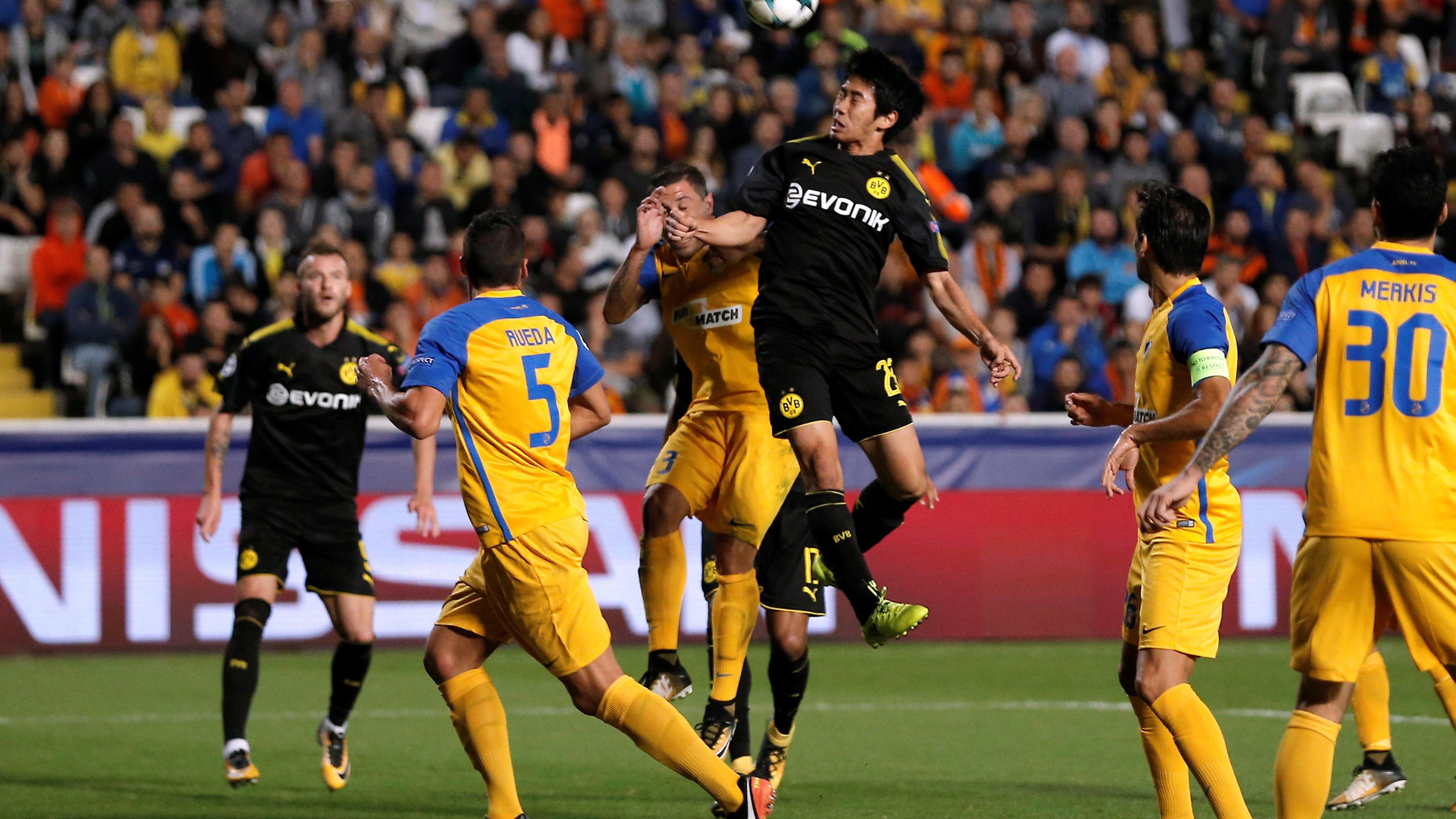 希腊人竞技边路起攻势 横传门前可惜无人抢点_欧冠