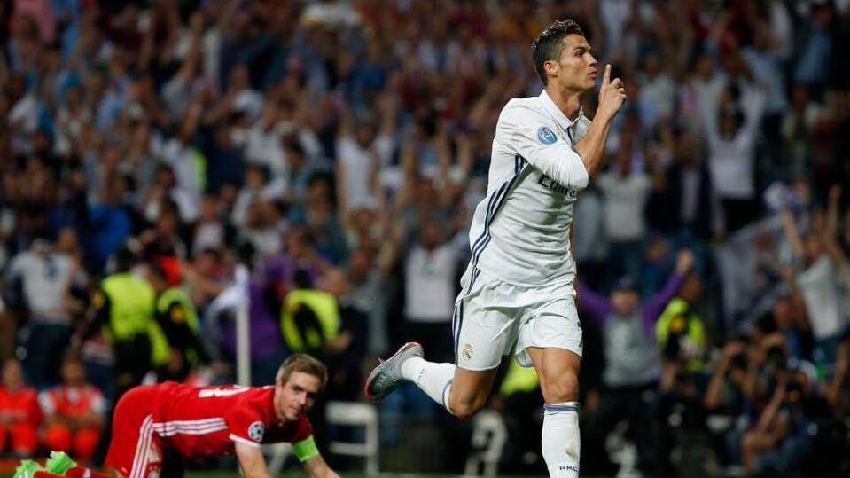 【球星】里程碑!C罗戴帽成欧冠百球先生 再次KO梅西称雄_皇家马德里