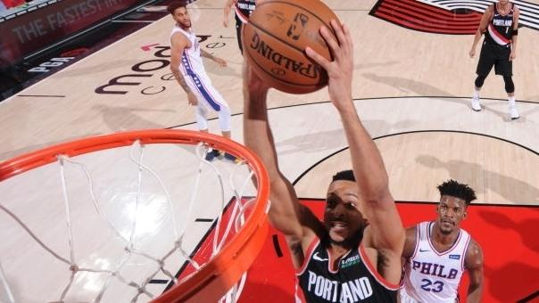 【得分】麦科勒姆招牌后撤步跳投命中 雷迪克单挡后急停三分飙射_NBA全场集锦
