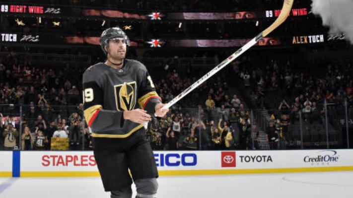 【得分】后发制人!里弗斯门前混战捅射得分_NHL比赛集锦