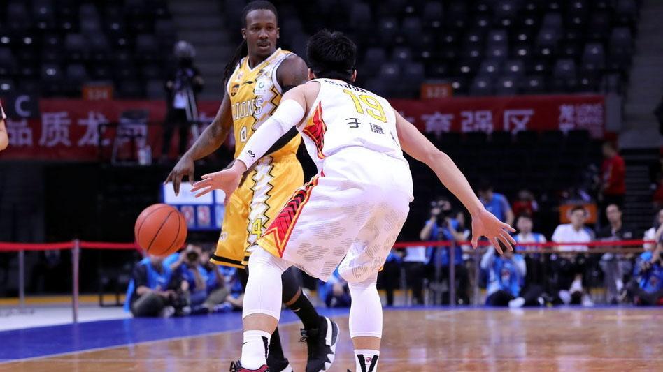 采访李春江:比赛非常激烈 心态和自信是赢球关键