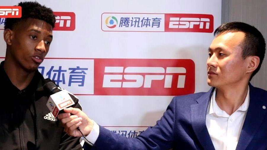 采访老鹰主教练皮尔斯:最后的关键球不在于谁去出手 而是创造除了空位机会_全景NBA
