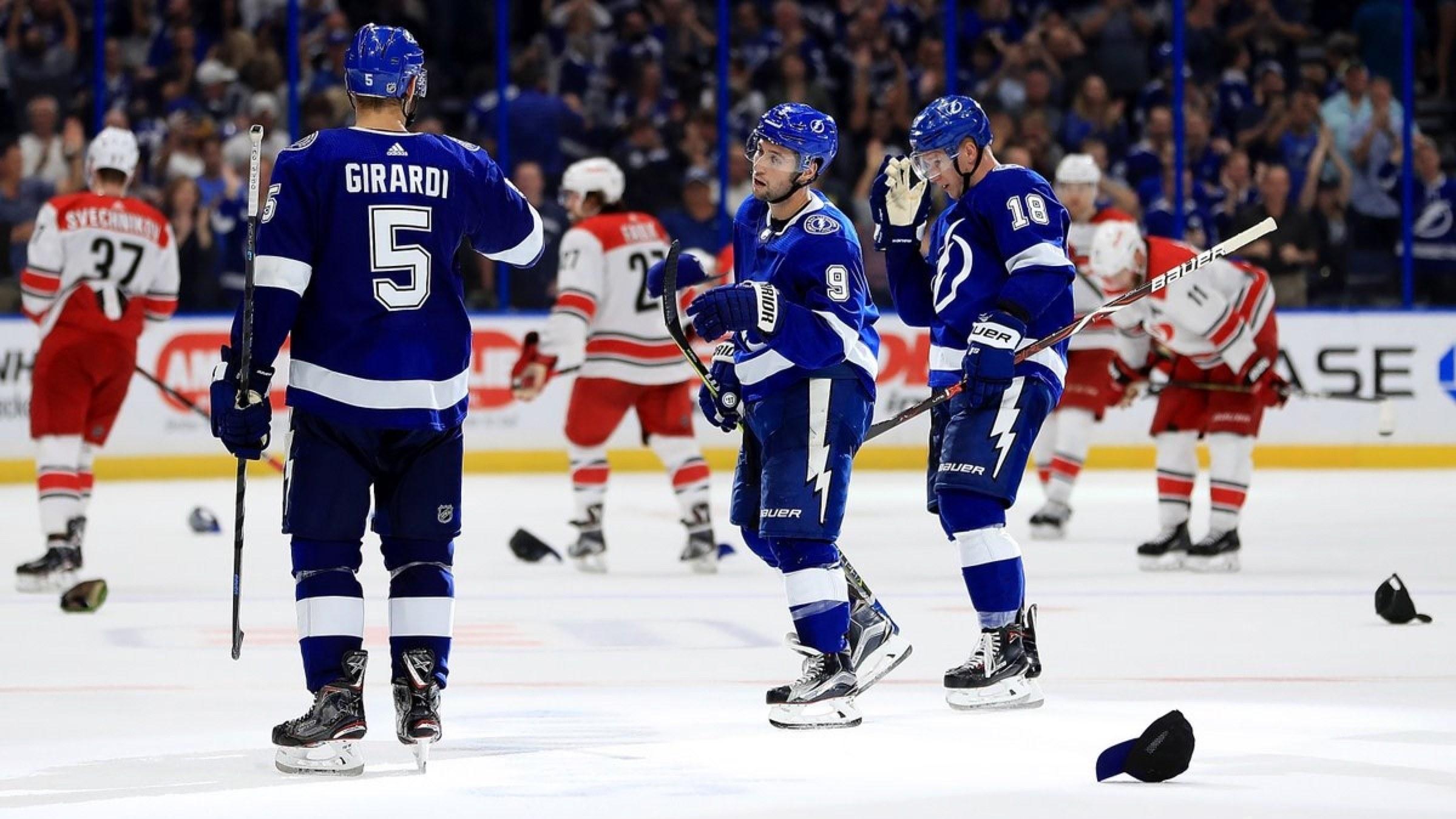 【集锦】黑鹰3-7蓝调 黑鹰末节崩盘蓝调连入4球_NHL比赛集锦