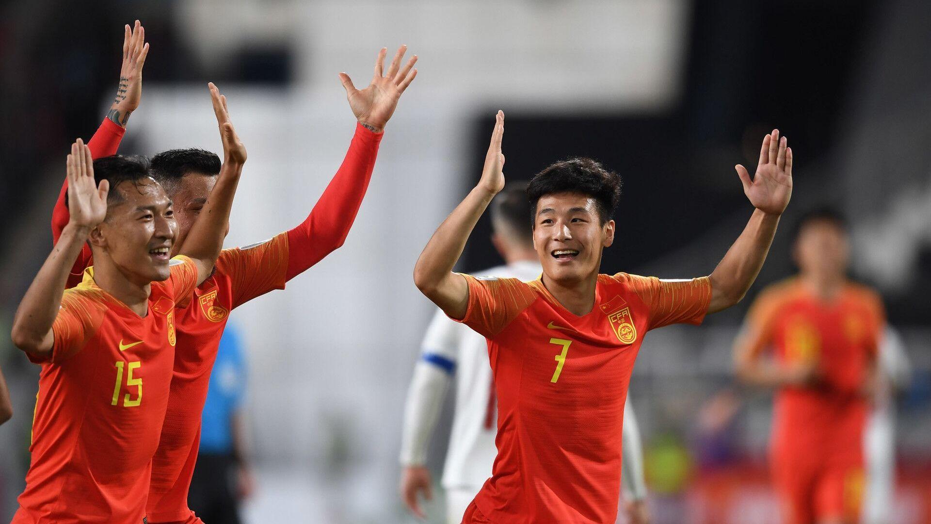 武磊姨妈粉中国女球迷高呼儿子最棒 称中国是冠军_亚洲杯新闻速递