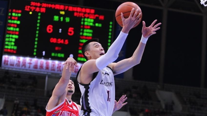 赛后采访郭士强:球队在困难时期需要每个人站出来去打团队篮球_辽宁男篮
