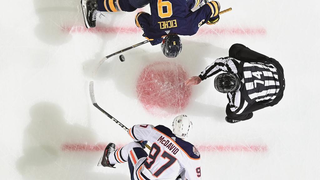 【进球】军刀队拉扎尔快速反击 突破油人后方追回一球_NHL比赛集锦