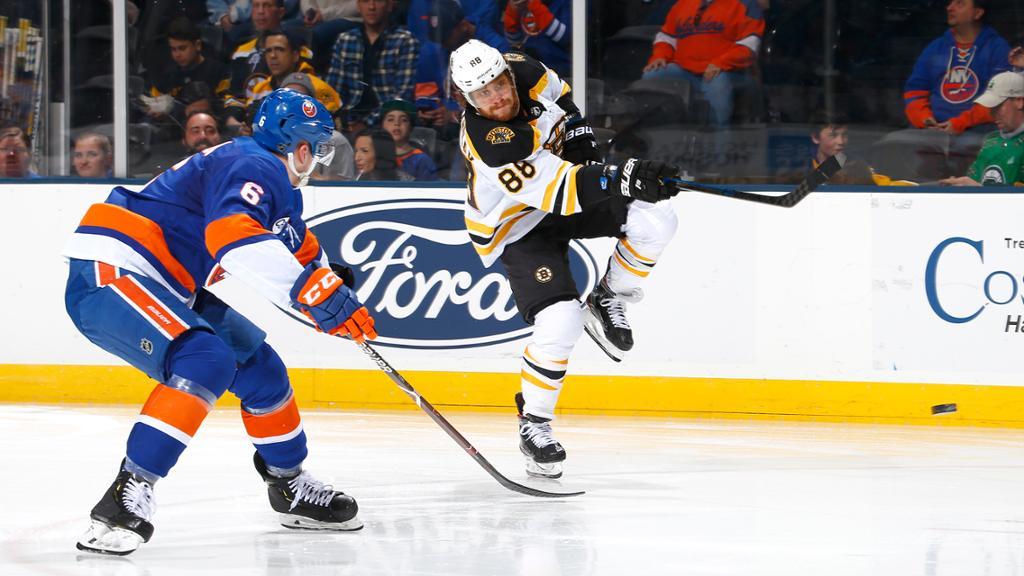 【进球】带刀后卫百步穿杨塞进球门  巴扎尔远传梅菲尔德先下一分_NHL比赛集锦