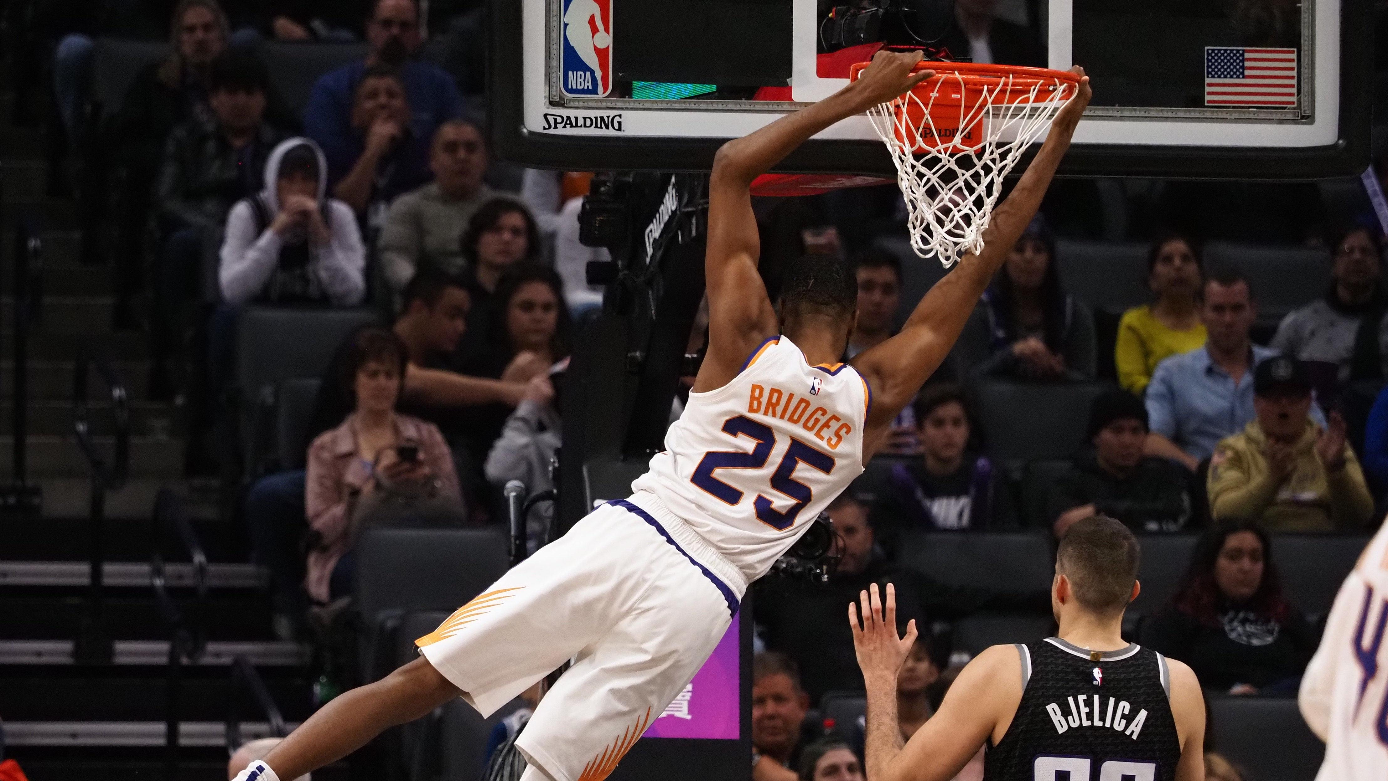 【球星】布克vs国王集锦 砍下32分10助攻命中多个关键球_NBA全场集锦