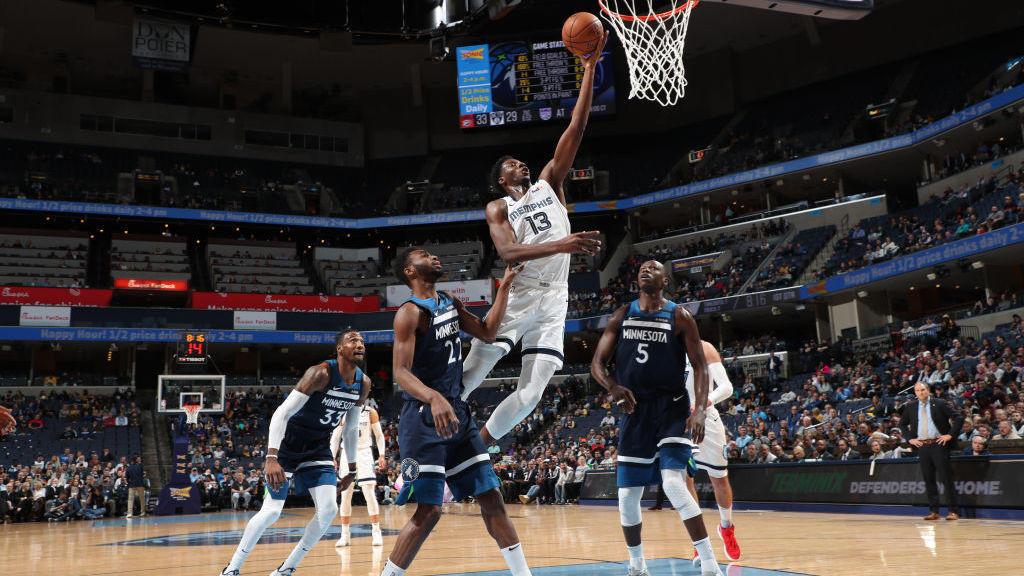 关键时刻挺身而出 科温顿突破变向过掉狄龙直插上篮2+1_NBA全场集锦