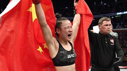 闫晓楠全程压制力克卡罗琳娜 打破中国UFC选手最高连胜纪录_功夫搏击