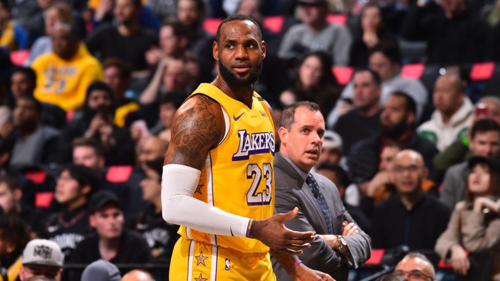 24日NBA五佳球 利拉德超远三分刺破苍穹 奥斯曼飞天血帽教做人_TOP时刻
