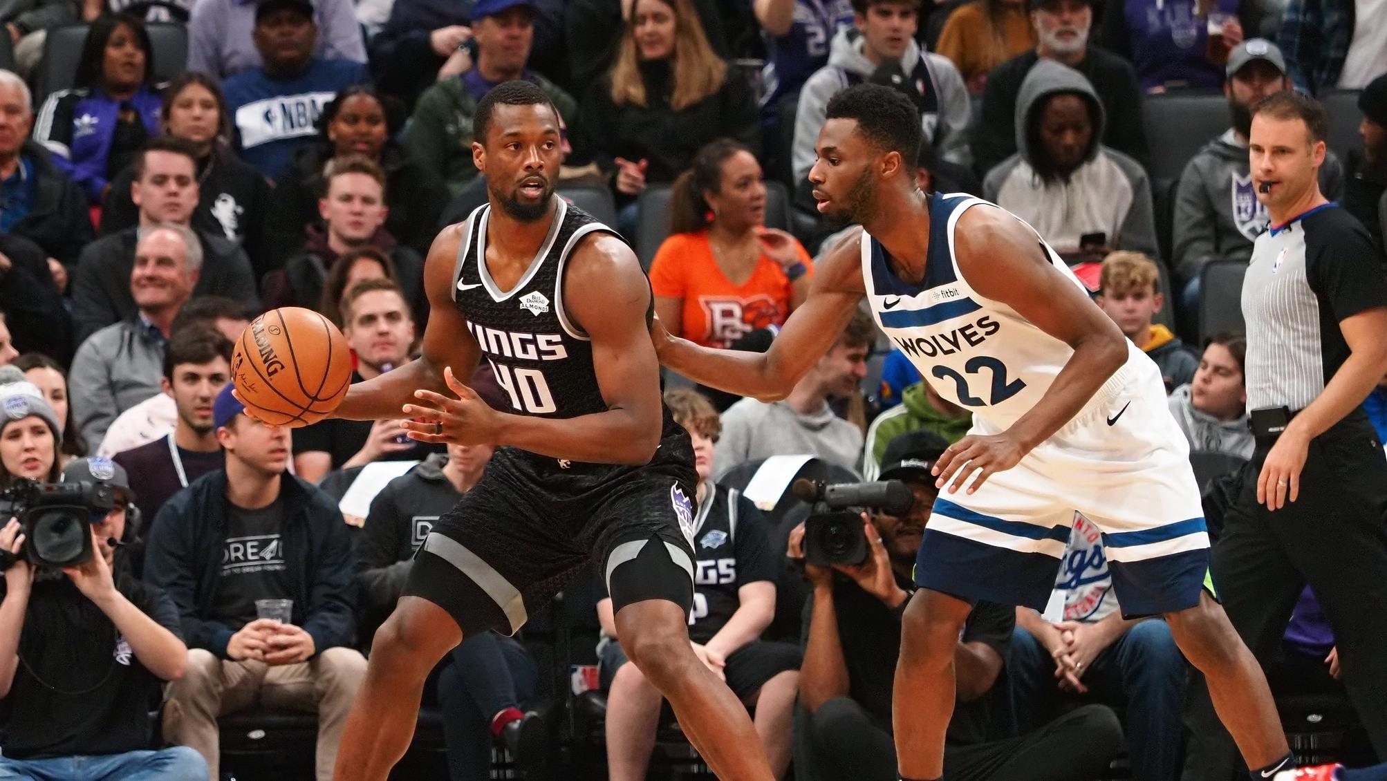 【原声回放】森林狼vs国王第2节 希尔德灵巧欧洲步上篮戏耍吉昂_NBA全场回放
