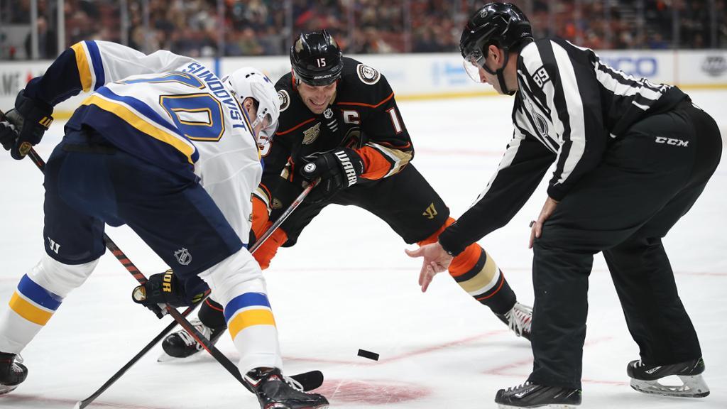 【回放】NHL 常规赛 小鸭VS蓝调(补赛) 第三节_NHL全场回放