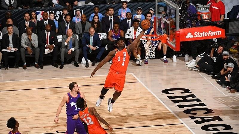 【原声回放】世界联队vs美国队第3节 布里奇斯打板自抛自扣致敬麦迪_NBA全明星