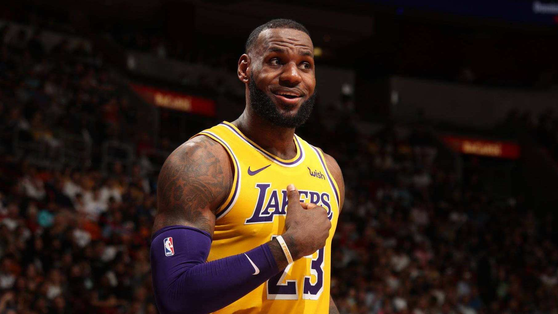 巨星封神战-湖人生涯首次40+!詹皇超越张伯伦 送利拉德空砍_全景NBA