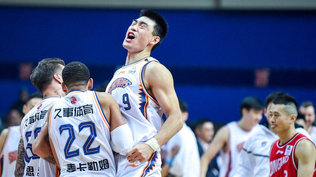【回放】CBA第13轮:上海vs青岛第2节 亚当斯压哨上篮_CBA全场回放