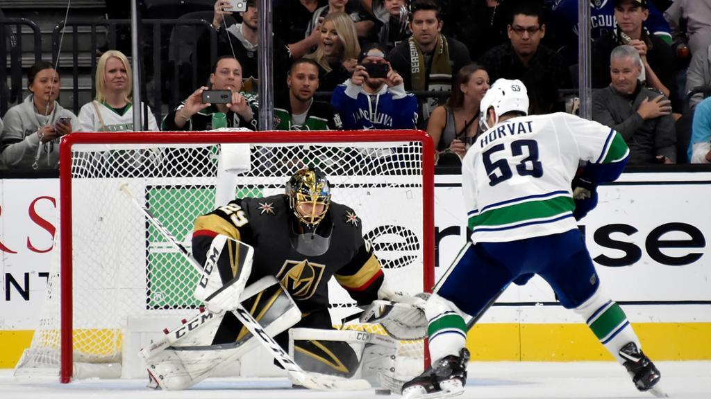 【进球】金骑士先拔头筹Nick Holden破门得分 加人队守门员脱手失误_NHL比赛集锦