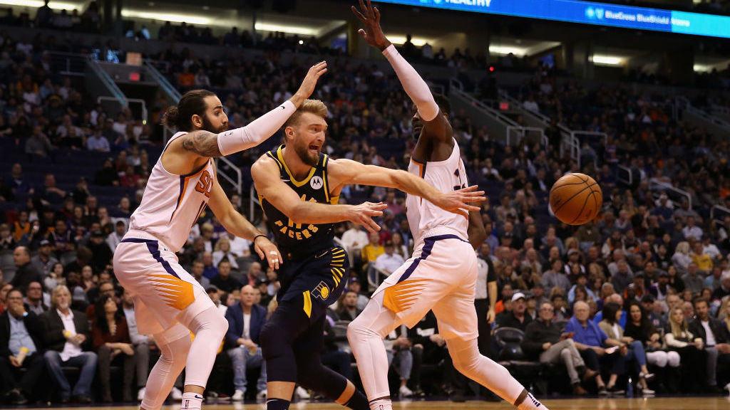 双龙出海巧妙连线 布克叶底穿花助攻萨里奇上篮打进_NBA全场集锦