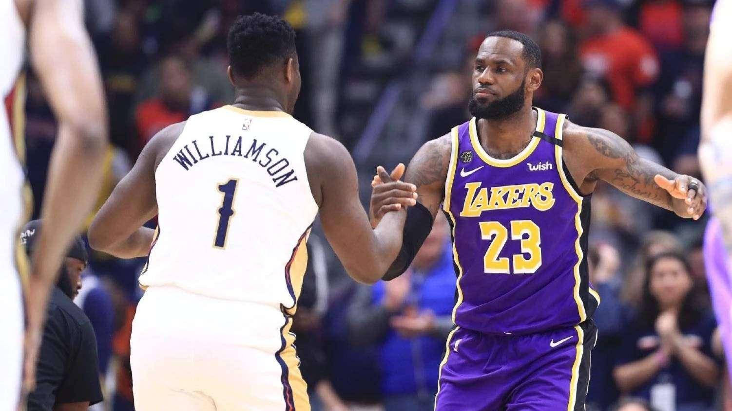 篮球精彩一瞬:传奇仍未落幕 詹姆斯关键三分迎射锡安_全景NBA