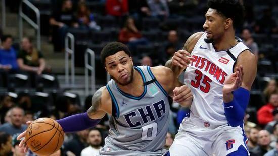神挡杀神 小布朗无视对手单手上篮打进_NBA全场集