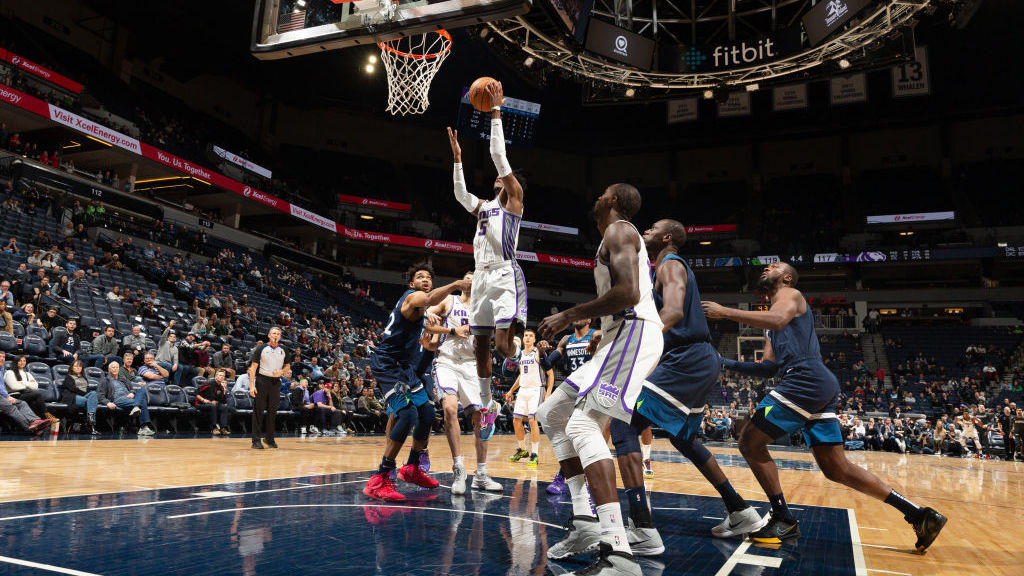 NBA第15周十大扣篮 利拉德一飞冲天比尔暴力隔扣洛佩兹_NBA周最佳