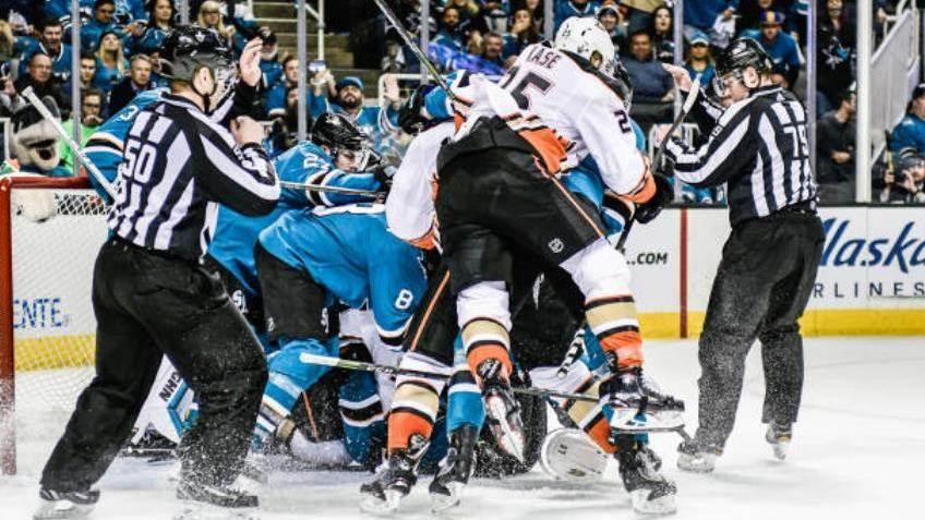 【得分】麦耶梅开二度!直接将球塞进球门_NHL比赛集锦