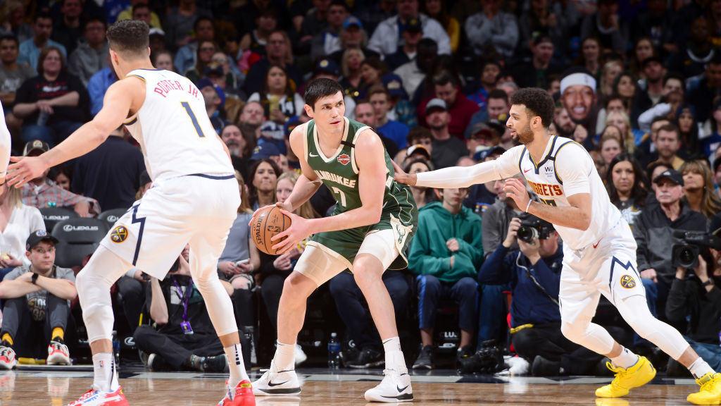 【回放】雄鹿vs掘金第3节 穆雷单臂血腥隔扣威尔森_NBA全场回放
