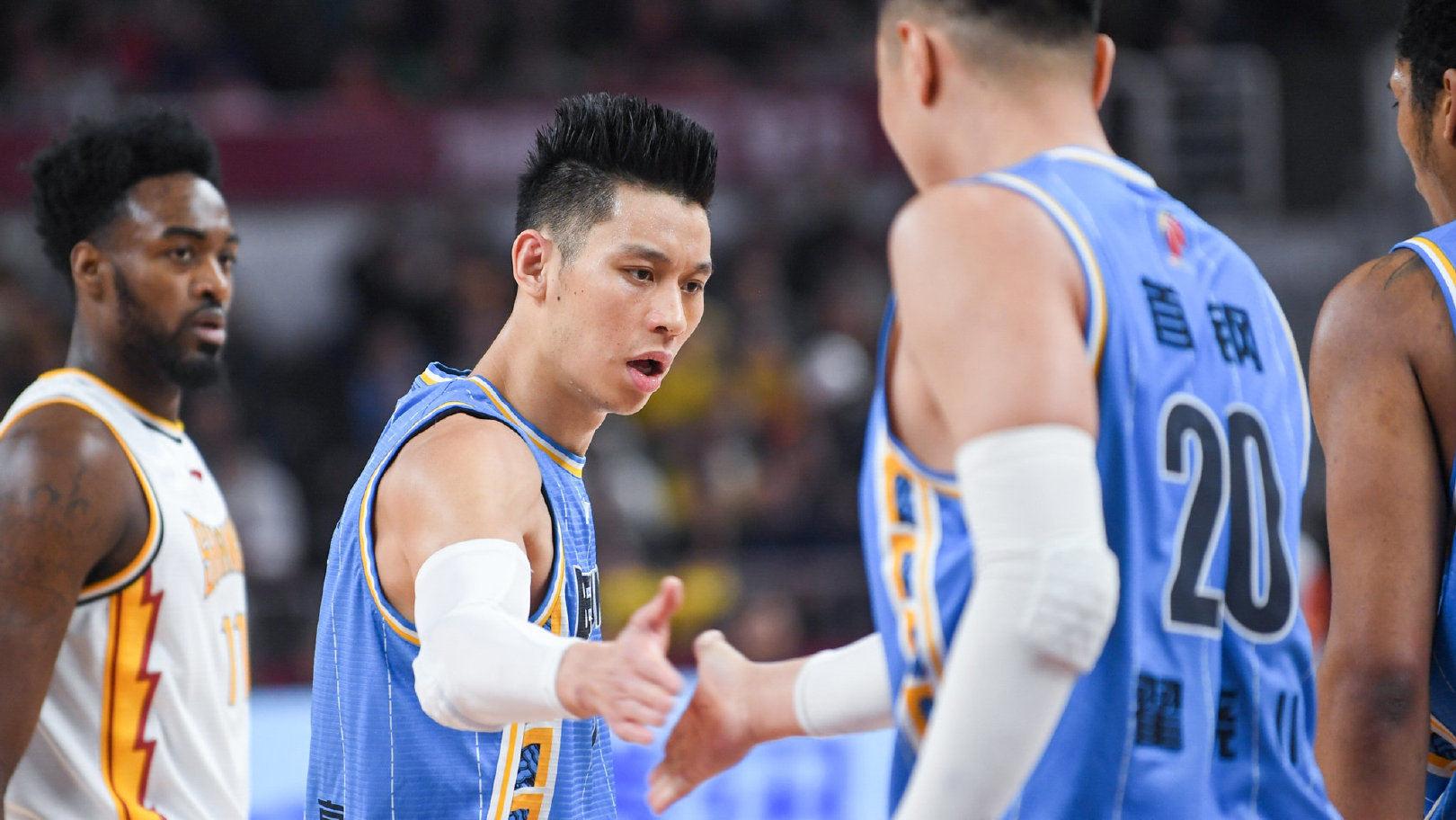 尤度不满对手不干净动作侵犯书豪:我们都靠篮球养家希望保护球员健康_北京男篮