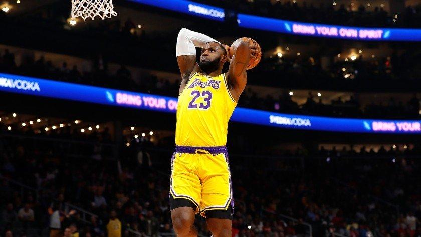 NBA神战役-轰29分绝杀马刺!尼克杨封神 科比批湖人有奇效_全景NBA