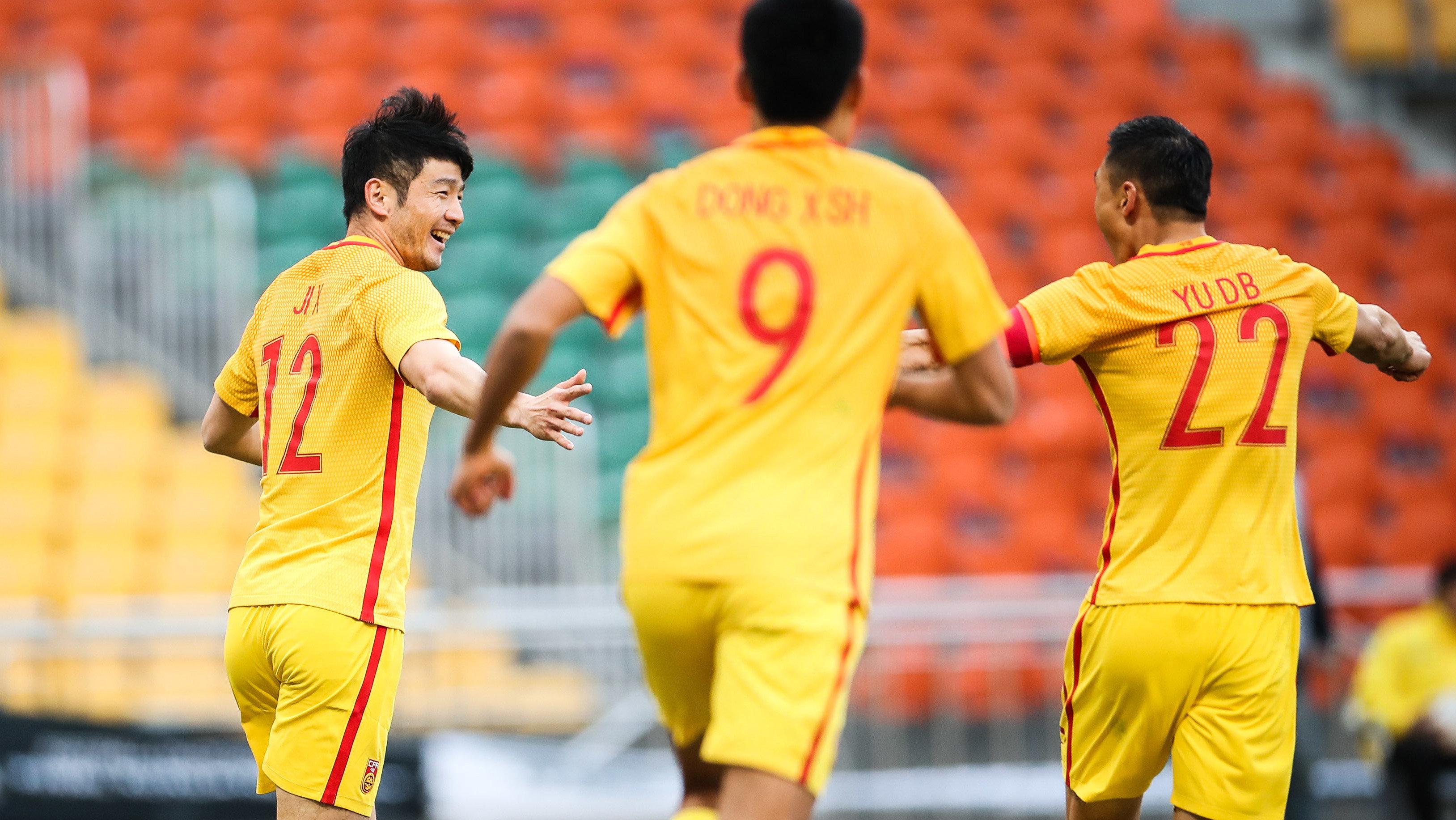 中国队再获绝佳位置任意球 李昂精确制导皮球直奔死角_国足