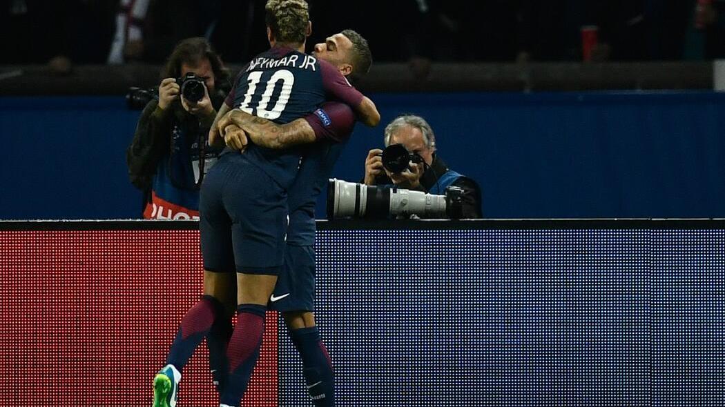 【球星】内马尔一传一射闪耀全场 拥抱卡瓦尼疑和解_拜仁慕尼黑