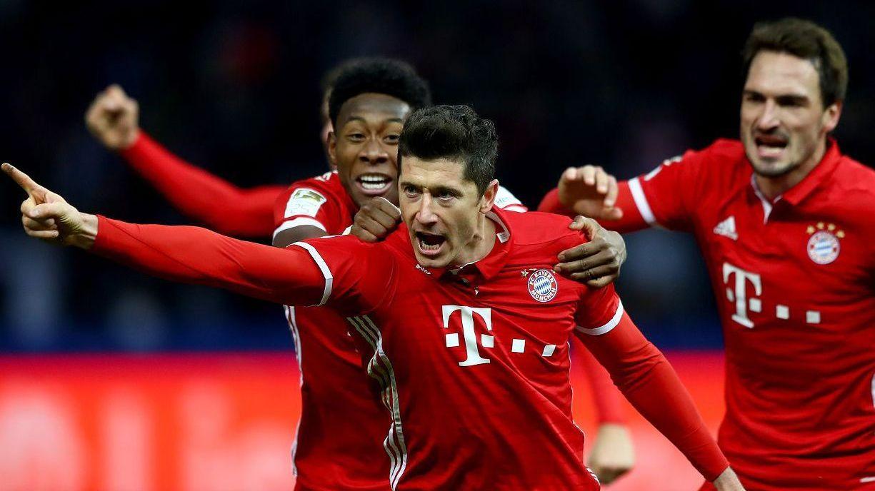 乌尔赖希球门球开至前场 莱万争顶相撞痛苦倒地_拜仁慕尼黑