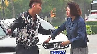 目睹女司機被碰瓷你會怎么做?