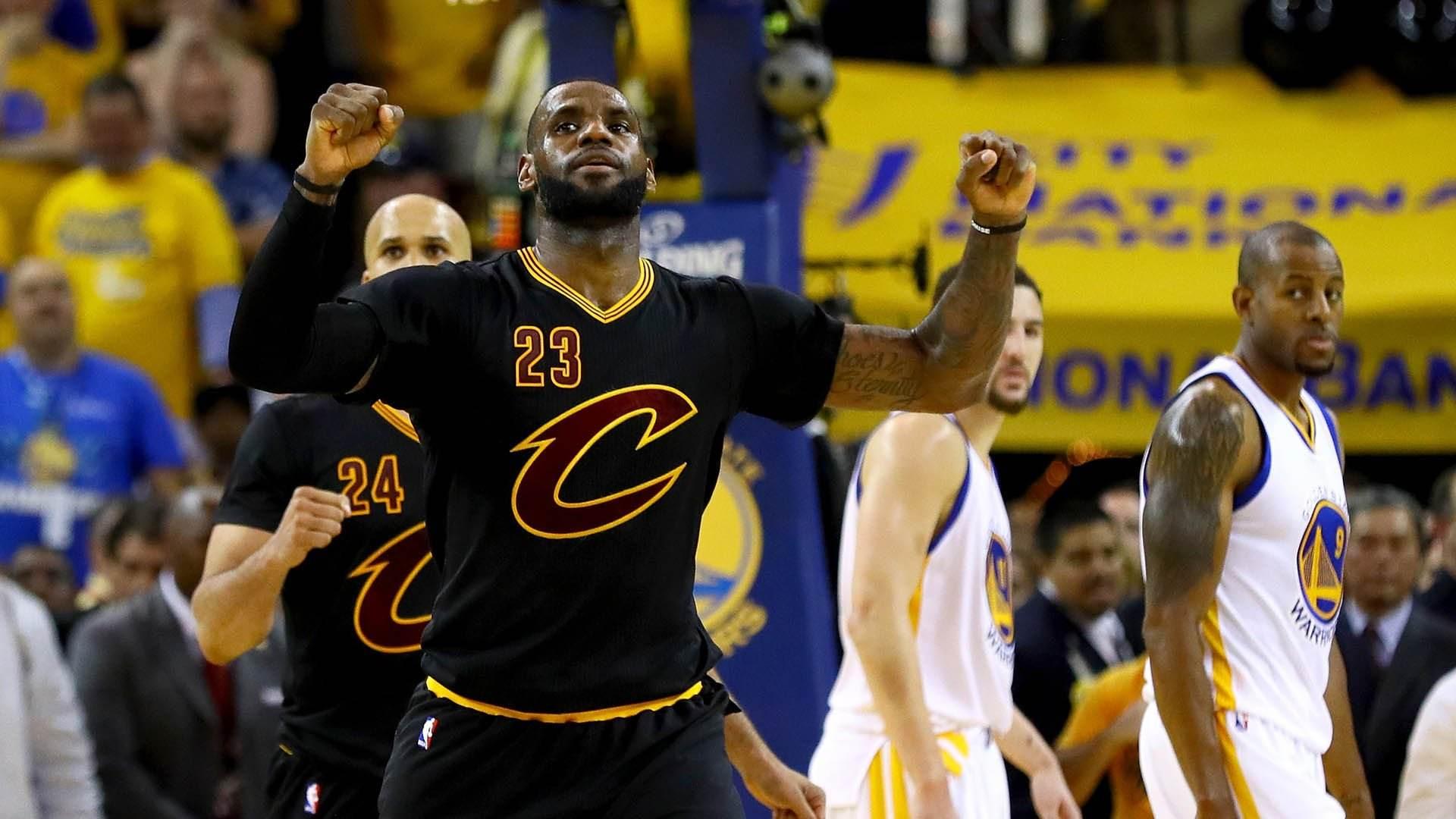 NBA令人血脉喷张扣篮大合集第二部 JR隔扣对手麦迪乔丹骑扣对手_全景NBA