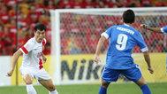 女球迷拥抱央视记者:从今以后是中国队球迷!