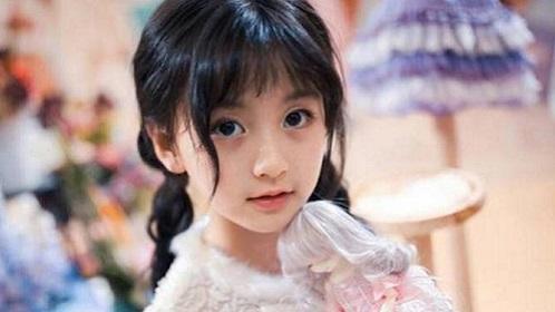 俄羅斯女孩撞臉baby 笑稱要來中國給她當替身_時尚潮流