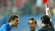 06世界杯经典一幕:鲁尼染红离场C罗眨眼 曼联双子星反目成仇_全景足坛